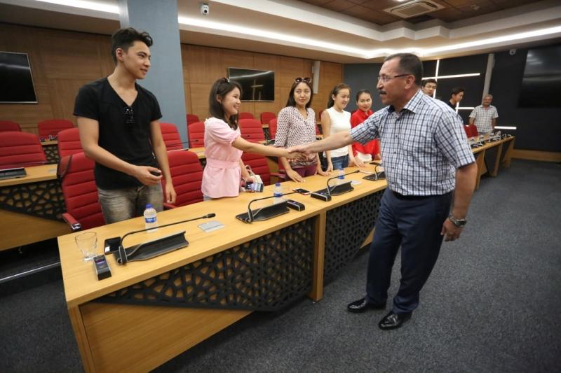 Kazak Öğrenciler Rektör Bağ'ı Ziyaret Etti