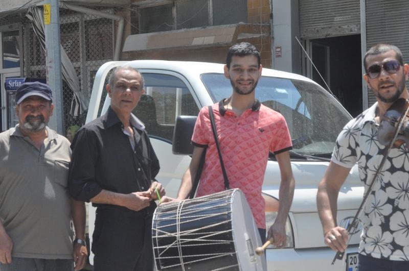 Ramazanın ayının neşesi Davulun Sesi