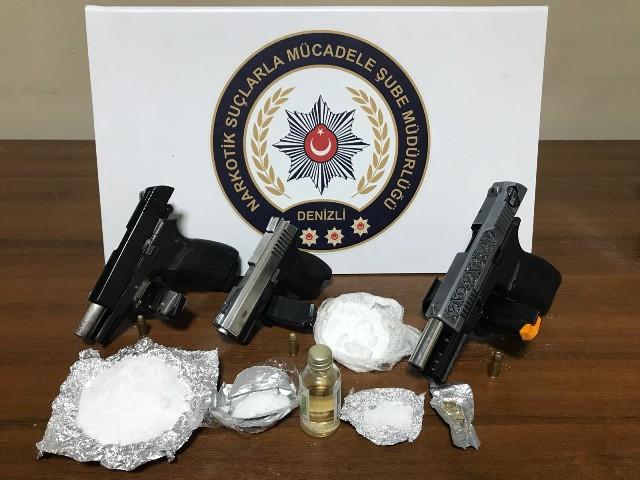 Denizli Emniyet Müdürlüğü görevlileri tarafından ilimizde uyuşturucu madde ticareti yapmak isteyen şahıs ve organizasyonlara yönelik çalışma yapıldı.
