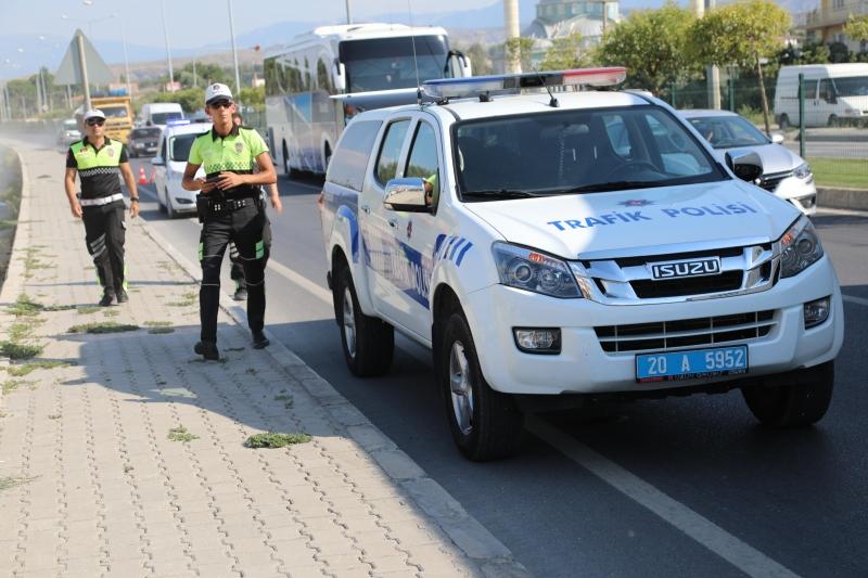 Sarayköy de direksiyon başında kalp krizi geçiren sürücü kazada öldü