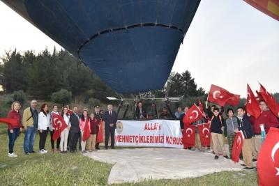 Afrin'deki Askerimizin Çocukları Pamukkale'de Balon Turu Attı