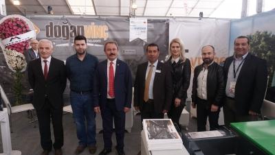 AK Parti Denizli Milletvekili Şahin Tin, İzmir Doğaltaş ve Teknolojileri Fuarı'nda Denizlili firmaları ziyaret etti..