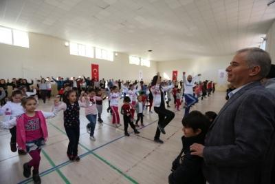 Başkan Zolan Halk Dansları kursiyerleriyle bir araya geldi