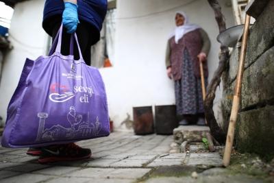 Büyükşehir'den 65 yaş üzeri ihtiyaç sahiplerine gıda yardımı
