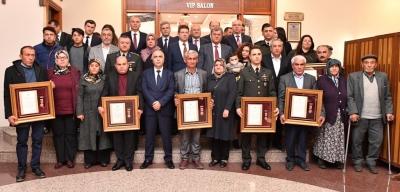 İki Gazimiz ve On Şehit Yakınımıza Devlet Övünç Madalyası Verildi