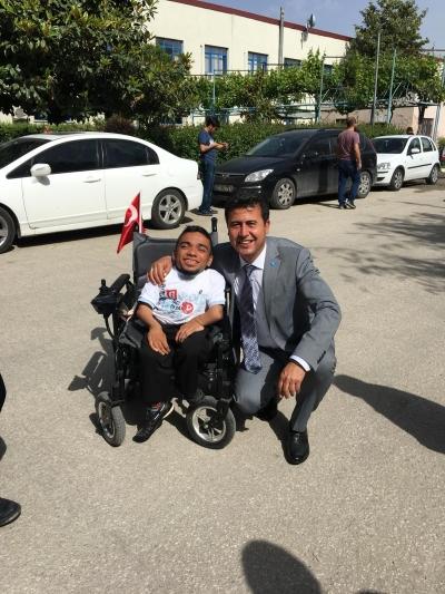 İYİ Parti Denizli İl Yönetim Kurulu Üyesi ve Genel Merkez Delegesi Hüseyin Özdemir, 3 Aralık Dünya Engelliler Günü dolayısıyla bir mesaj yayınladı