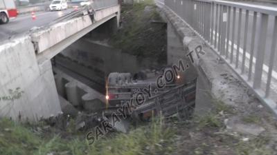 Sarayköy'de kamyon tren yoluna düştü